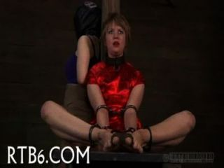 उत्साही गधा लड़की के लिए सजा