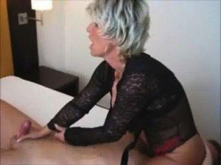 कामुक पत्नी उसके चेहरे पर बैठता है
