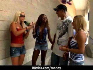शौकिया लड़की एक बकवास 3 के लिए पैसे लेता है