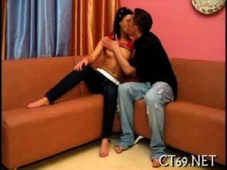 Slutty औरत उसके पैर चौड़ी