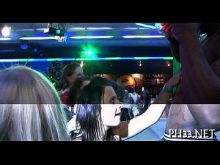 रात क्लब में समूह सेक्स जंगली पैटी