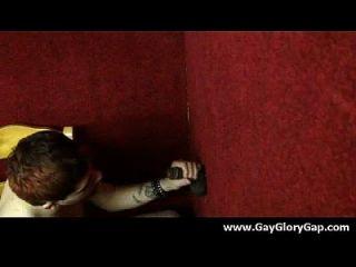 समलैंगिक कट्टर gloryhole सेक्स अश्लील और गंदा समलैंगिक handjobs 20