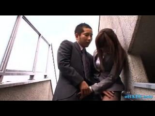 कार्यालय महिला आदमी के लिए blowjob देने के लिए सह सह करने के लिए मुंह spitting वीर्य को हथेली बाहर ओ