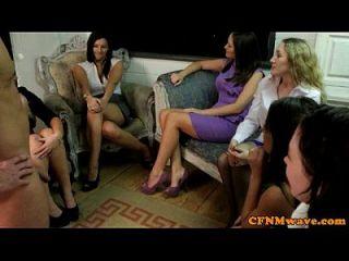 दृश्यरतिक सीएफएनएम लड़कियां टग पार्टी का आनंद लेते हैं