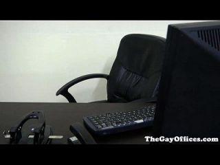 मांसल कार्यालय हंक ड्रिलिंग अपने बॉस