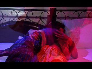 भारतीय भाभी नकली बाबा एसडी के साथ सेक्स का आनंद ले रहे हैं
