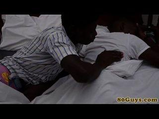 समलैंगिक जनजातीय अफ्रीकी गहरे गले सत्र