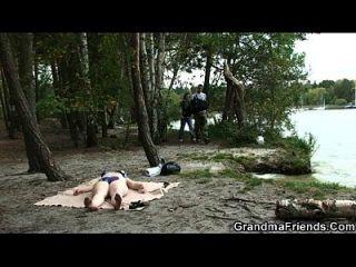 झपकी दादी झील के पास डबल डुकेट हो जाता है