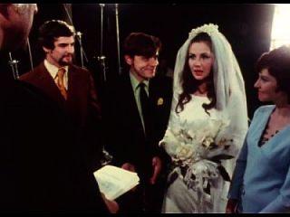 दुल्हन को शादी समारोह में दुल्हन दूंगा
