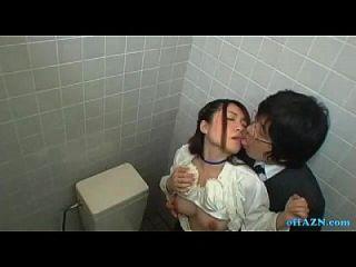 कार्यालय महिला अपने बालों बिल्ली हो रही है शौचालय में चूसने आदमी चूसने