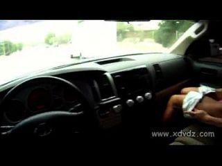 प्यारा शौकिया उसे सवारी और चालक blowjob देने की एक सवारी के लिए भुगतान करता है