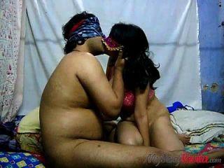 भारतीय पत्नी xbabe के साथ मुर्गा सवारी अश्लील दृश्य