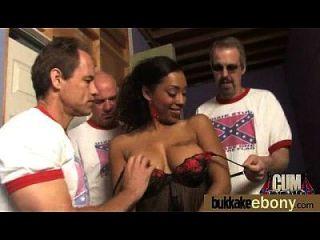अंतरजातीय गैंगबैंग में गर्म आबनूस लड़की 14