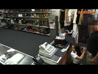 सेक्सी लैटिना स्टीवर्डस ने अपना सामान पाना और मुश्किल से गड़बड़ कर लिया