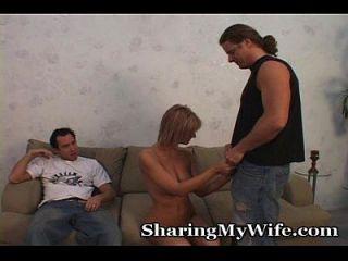 पत्नी, पति और नए लड़के के साथ जंगली त्रिगुट