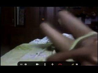 वेब कैमरा पर युवा busty masturbating