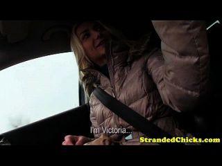 शौकिया हाइचिशर चालक के साथ उसके बीएफ पर धोखा देती है