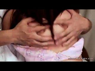 उसके स्तन उसके स्तन से मुर्गा चूसने मुंह fucked उसके पति सह द्वारा मुंह में सह