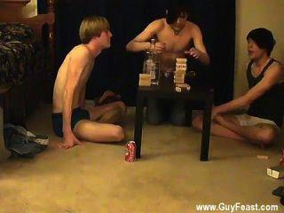 कट्टर समलैंगिक यह आप के लिए एक लंबा वीडियो है जो पसंद है voyeur प्रकार