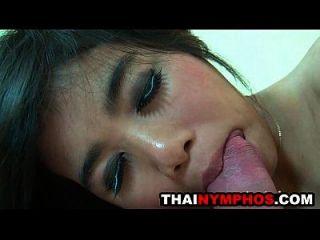 एशियाई cutie opor चूसने के बाद fucked हो जाता है