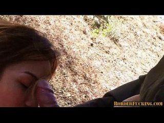 गर्म श्यामला मैक्सिकन लड़की पकड़ा और सीमा गश्ती द्वारा गड़बड़ 4