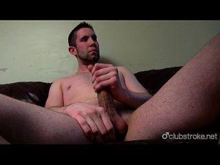 सेक्सी सीधे bentley उसकी चुभन बंद मरोड़ते