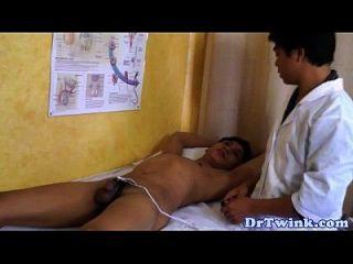 एशियाई डॉक्टरों ने इलेक्ट्रिकोज एक्शन पर twink
