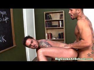 bigcock किशोर हार्ड मुर्गा के assful हो जाता है