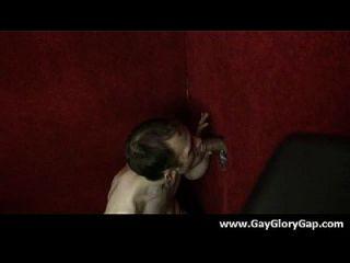 समलैंगिक कट्टर gloryhole सेक्स अश्लील और गंदा समलैंगिक handjobs 17