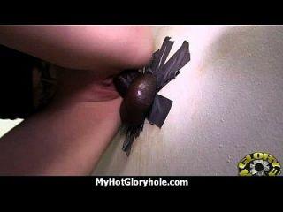 gloryhole मुर्गा चूसने और चूसने अंतरजातीय 24