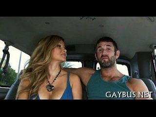 एक सींग का समलैंगिक चाप के साथ उड़ाने का काम