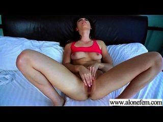अकेले सींग लड़की लड़की सेक्स खिलौने के लिए हस्तमैथुन क्लिप 27