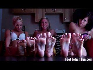 आप हमारे सुंदर पैर के लिए बंद मरोड़ते प्यार