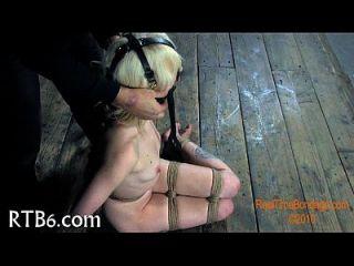 तंगी playgirl के लिए तूफानी caning