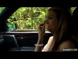 किशोर बीट्रीक्स चक्रावर उस तरह के अजनबी को उसके स्तन दिखाता है