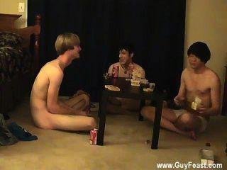 सेक्सी समलैंगिक ट्रेस और विल्यम अपने ताजा दोस्त ऑस्टिन के साथ मिलते हैं