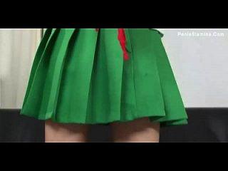 costumed जापानी लड़की मुंडा हो रही है