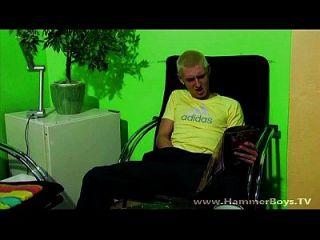 हम्मरबॉज़ टीवी से घर अकेले जॉनो ग्रेगर