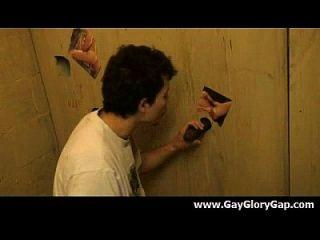समलैंगिक कट्टर gloryhole सेक्स अश्लील और गंदा समलैंगिक handjobs 16