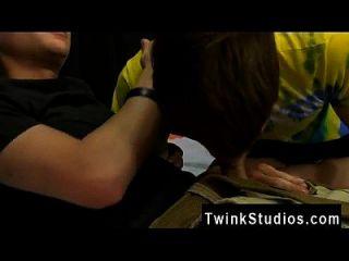 twink फिल्म अधिकतम मार्टिन परेशान है जब वह एलीया सफेद slurping पकड़ता