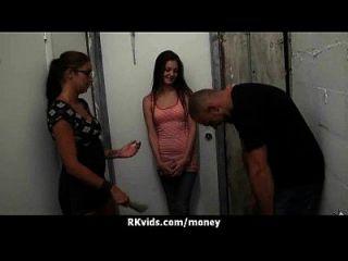 शौकिया लड़की एक बकवास के लिए पैसे लेता है 19