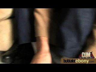 अंतरजातीय गैंगबैंग में गर्म आबनूस लड़की 25