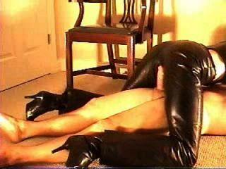 चमड़े की पैंट में सेक्स 1