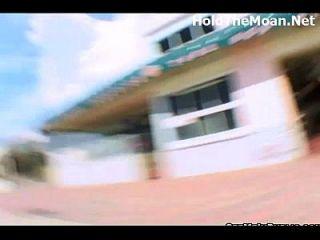 सार्वजनिक में कन्नला चमक और पैसे के लिए गड़बड़