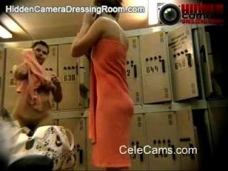 लॉकर कमरे से असली दृश्यरतिक वीडियो