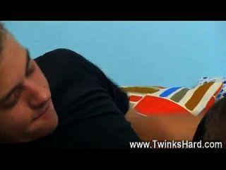 गर्म समलैंगिक दृश्य डकोटा नेक्स एक भाप से भरा दांत के साथ एक शानदार लड़का है