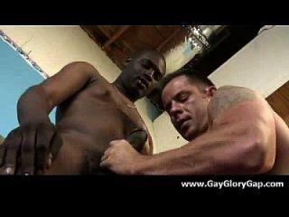 समलैंगिक कट्टर gloryhole सेक्स अश्लील और गंदा समलैंगिक handjobs 15