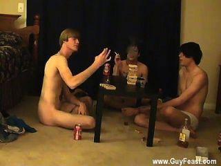 गर्म समलैंगिक सेक्स यह आप के लिए एक लंबा वीडियो है जो पसंद है voyeur प्रकार