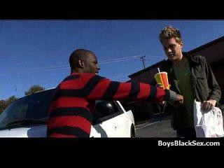 काले लड़के पर गंदी समलैंगिक अंतरजातीय कट्टर कार्रवाई 13