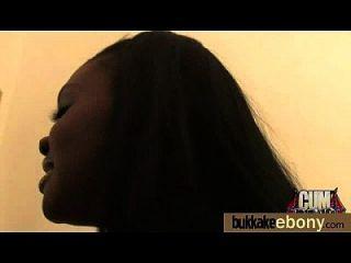 अंतरजातीय गैंगबैंग में गर्म आबनूस लड़की 15
